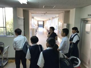 中学2年生による上級学校訪問を受け入れました。
